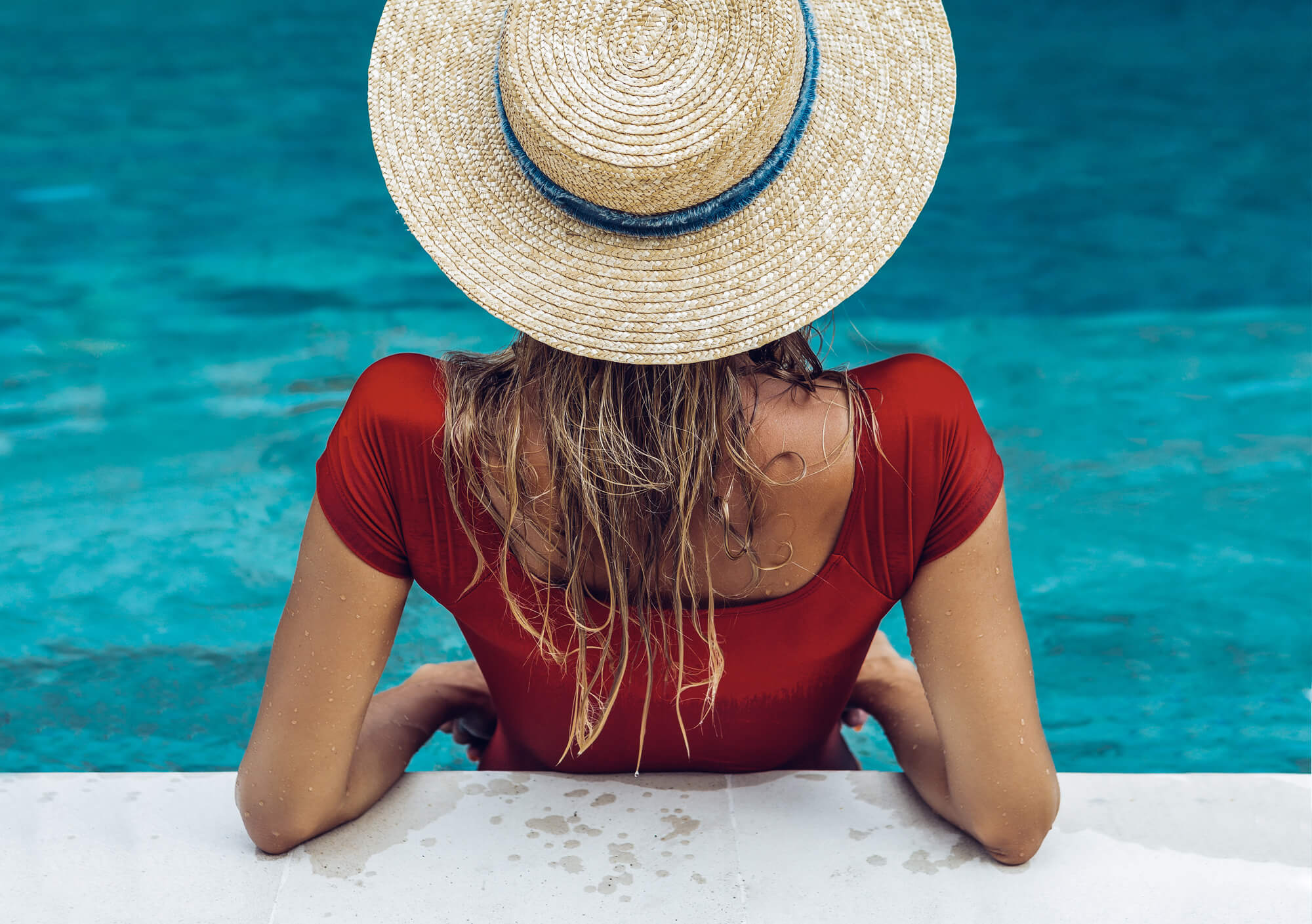 Women in the swimming pool
