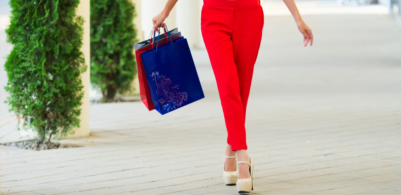 Women with shopping bagss